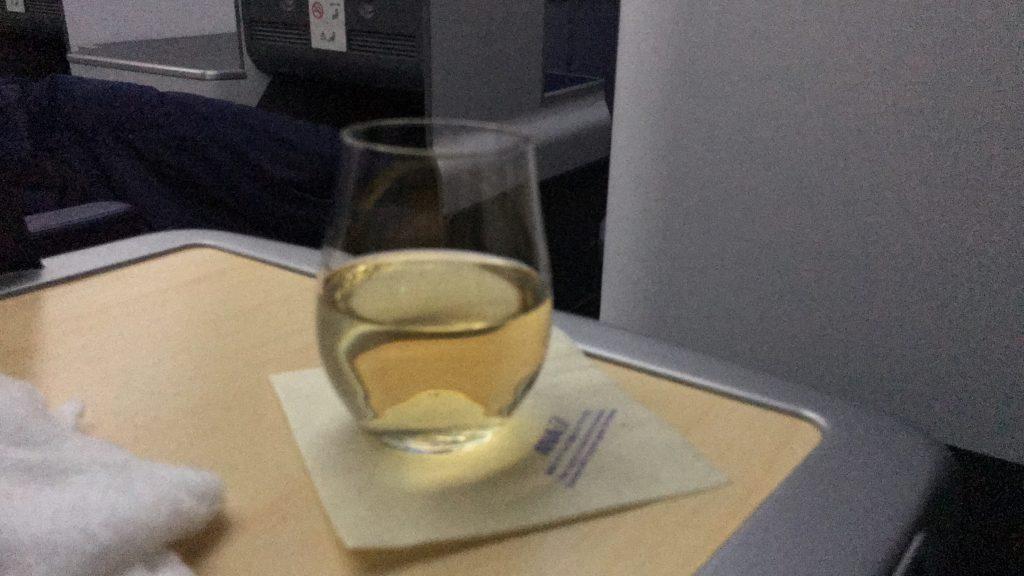 ANAビジネスクラス NH843便のウェルカムドリンク シャンパン