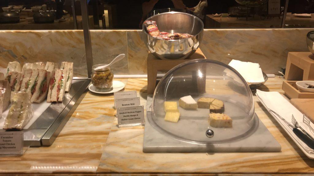 シンガポールのチャンギ国際空港 シルバークリス・ラウンジ 料理4