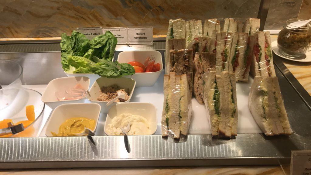 シンガポールのチャンギ国際空港 シルバークリス・ラウンジ サンドイッチ