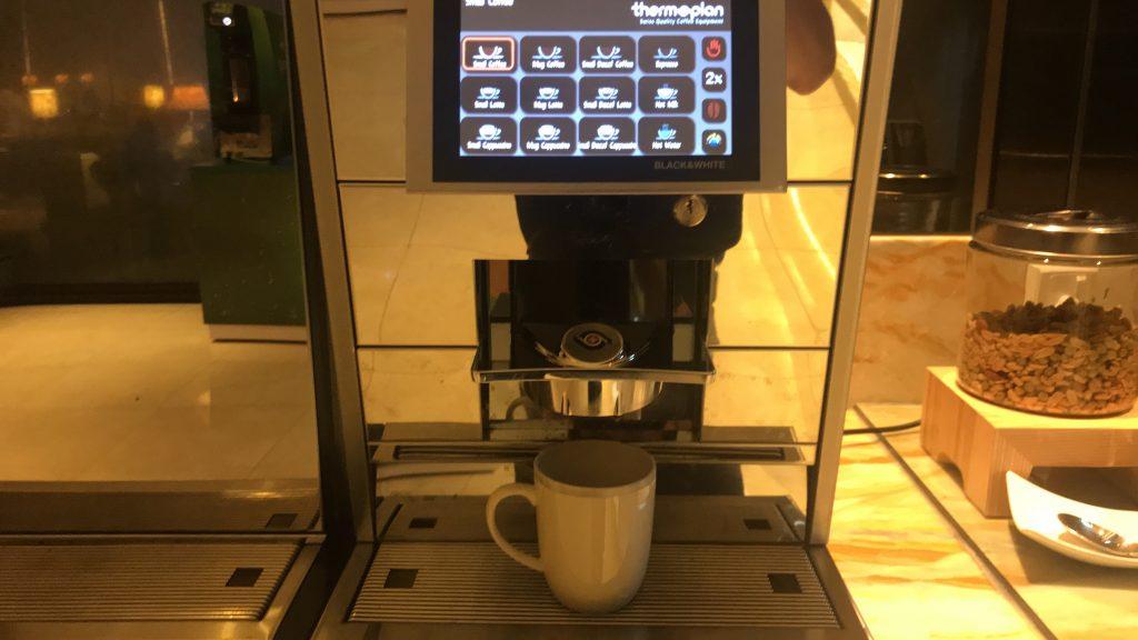 シンガポールのチャンギ国際空港 シルバークリス・ラウンジ コーヒー