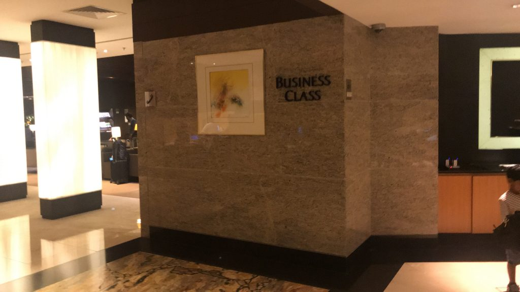 シンガポールのチャンギ国際空港 シルバークリス・ラウンジ 左のビジネスクラス