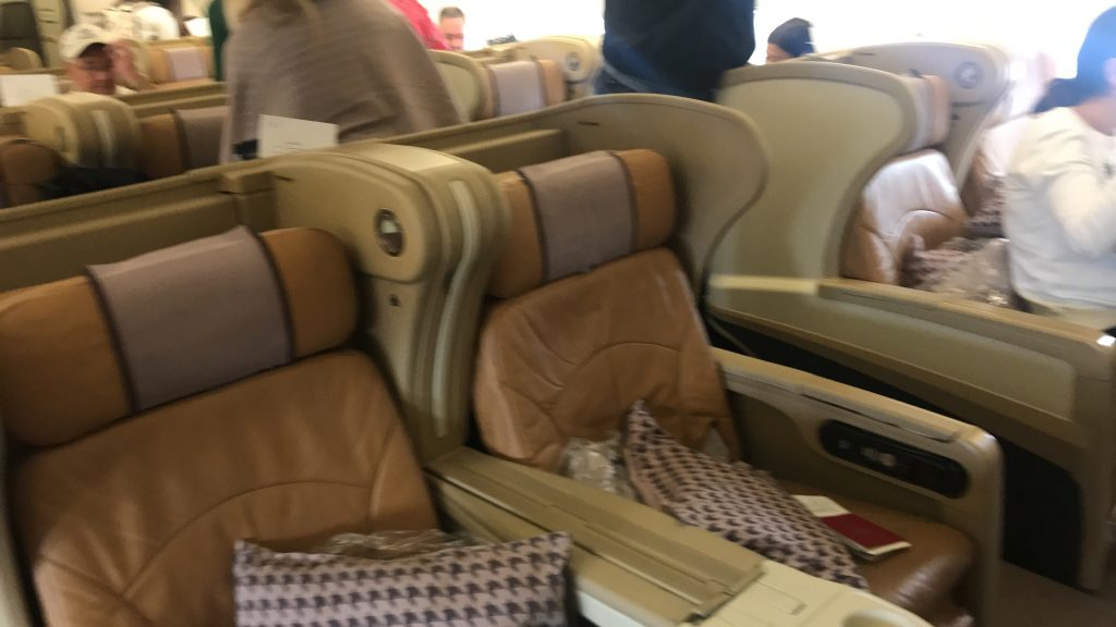 シンガポール航空 ビジネスクラス SQ942便 A330-300のシートとアメニティ