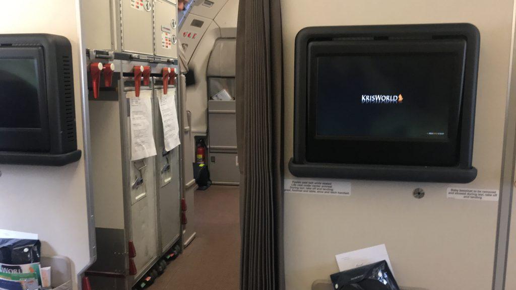 シンガポール航空 ビジネスクラス SQ942便 A330-300のモニター