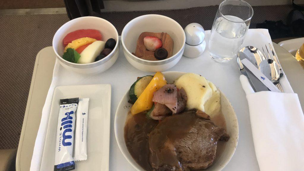 シンガポール航空 ビジネスクラス SQ942便 A330-300のブックザクック「米国産牛肉のリブアイ・ステーキ(6オンス)」