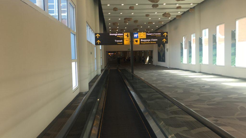 デンパサール空港(バリ島)に到着