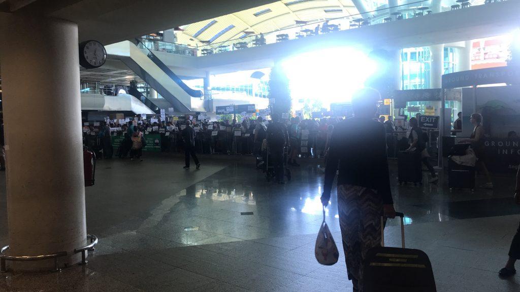 デンパサール空港(バリ島)到着ロビーの出口