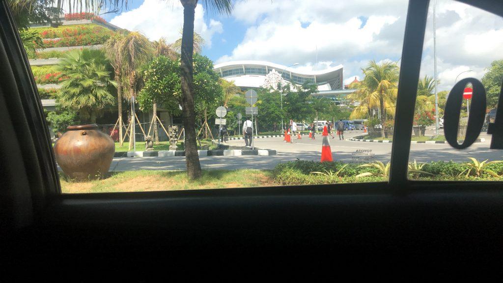 バリ島の空港からリンバ ジンバランバリ by アヤナへの道のり