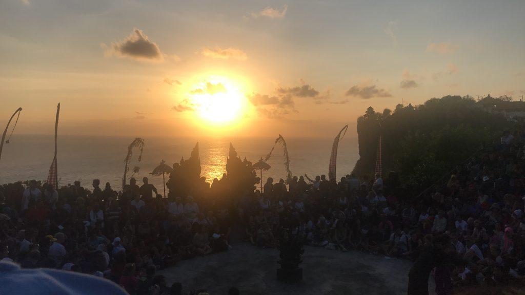 ウルワツ寺院の絶景サンセット&ケチャックダンス観賞+シーフードBBQディナー プラン